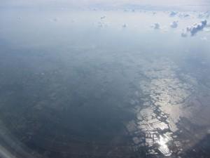 Anflug auf Bangkok - Hochwasser deutlich zu sehen.