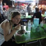 Dinner in einer Garküche am Nightmarket vom Trat