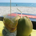 Strandmittagessen: Fresh Coconut, Dragonfruit & Mango!