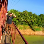 Gefährliche Brücke zum Resort