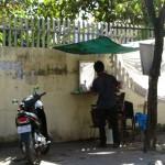 Phnom Penh-Friseur am Straßenrand