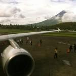 Flug Legazpi-Manila mit dem Vulkan Mayon im Hintergrund