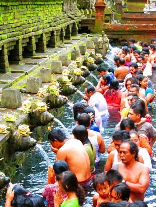 Vollmondreinigung im Pura Tirta Empul Tempel