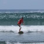 Schon nach den ersten Versuchen reiten wir die ersten Wellen!